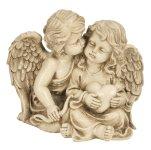 Engelspaar sitzend mit Herz in Hand
