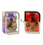 Glasdekoration mit Blumen und