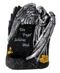Grabengel neben Gedenkstein mit Spruch